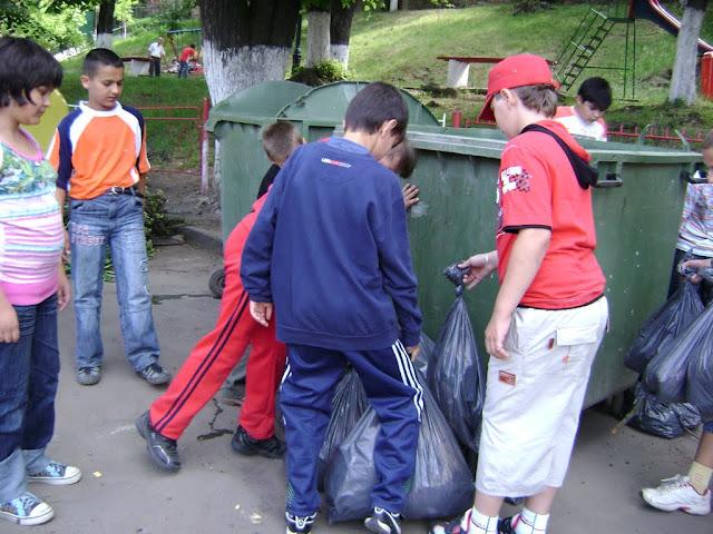 Actiune in colaborare cu Clubul Copiilor pentru pastrarea naturii curate - proiect educational - mai - DSC01758.JPG