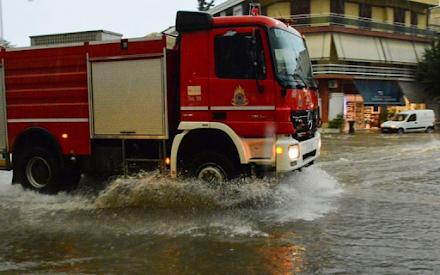 Χαλαζόπτωση σημειώθηκε στη Θεσσαλονίκη - Πλημμύρισαν ισόγεια και καταστήματα