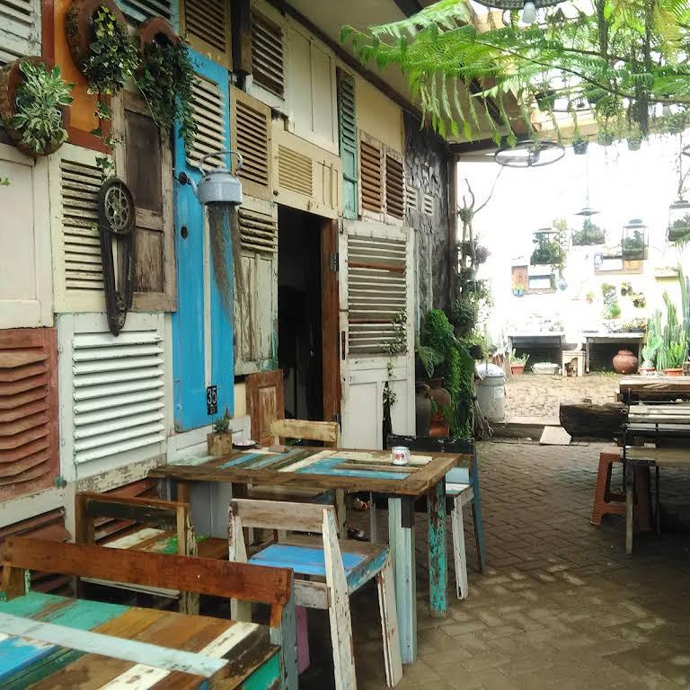 Retrorika Id Restaurant