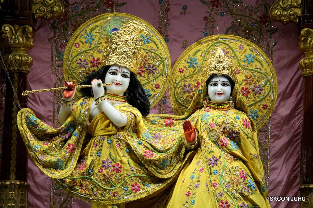 ISKCON Juhu Mangal Deity Darshan on 19th Oct 2016 (20)