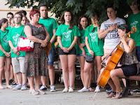 A múzeumkertben Burovincz Laura játszotta csellón a Himnuszt.jpg