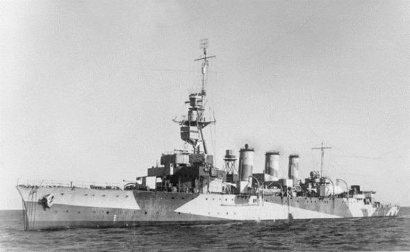 HMAS_Adelaide_(AWM_300081)