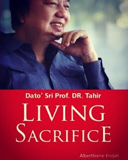 cover buku Living Sacrifice Datuk Sri Tahir