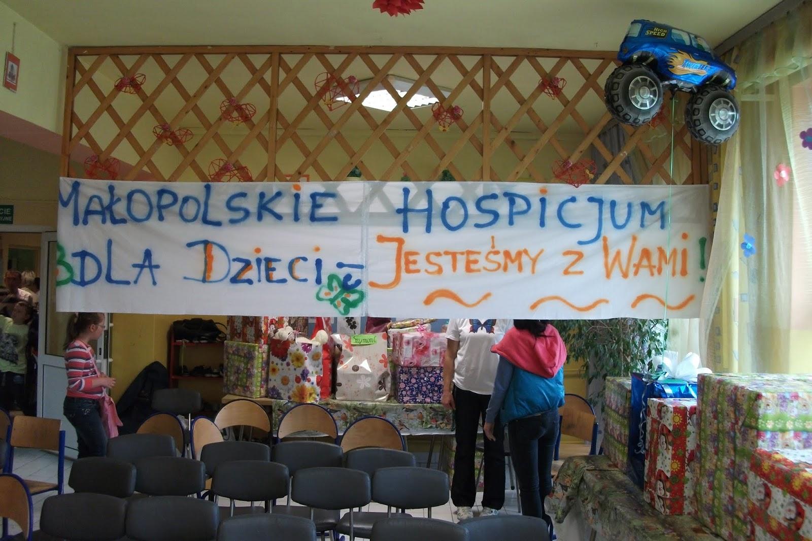Już drugi raz nasi przyjaciele ze SP w Doczycach, zorganizowali piękne prezenty dla naszych Pacjentów z okazji Dnia Dziecka. Niestety, nie udał się Motylowy przemarsz- ze względu na pogodę został przeniesiony na dzień po 17.06.2013 roku. W przedstawieniu dla uczestników imprezy wystąpili także nauczyciele SP im. KK Baczyńskiego :)!