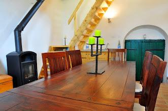 Photo: . . mit großem Tisch und Kaminofen
