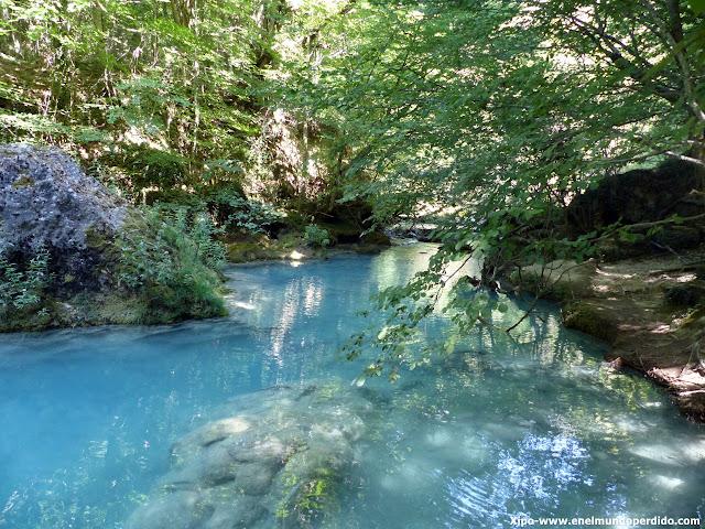 agua-turquesa-nacimiento-urederra.JPG