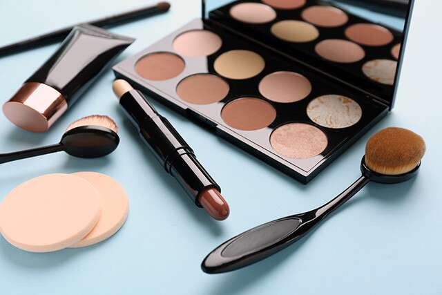ما هي المنتجات التي يجب استخدامها لنحت الوجه؟