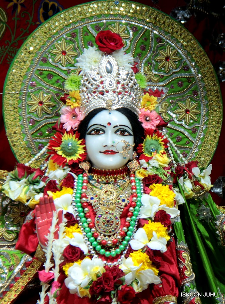 ISKCON Juhu Sringar Deity Darshan on 3rd May 2016 (31)