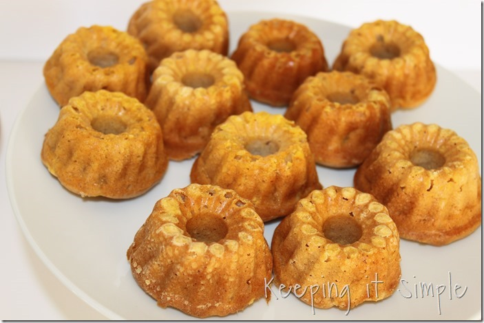 #ad Mini-Applesauce-Apple-Cinnamon-Bundt-Cake-Bar #BakeintheFun (9)