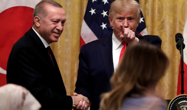 Bloomberg: Γιατί ο Ερντογάν θα βγει χαμένος αν ηττηθεί ο Τραμπ