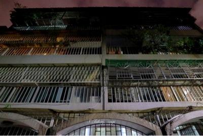 台北の夜の街中を散歩
