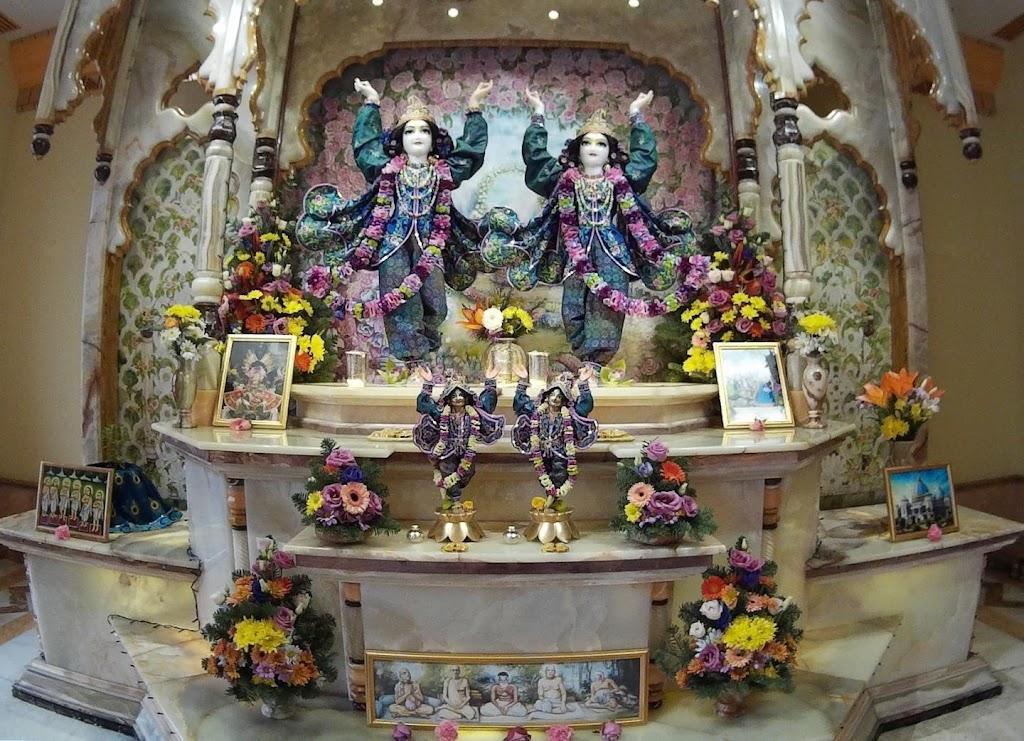 ISKCON Hungary Deity Darshan 24 Dec 2015 (19)