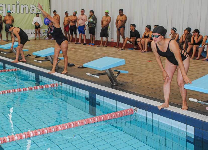 Competencia en la alberca Xico estimula la convivencia y el espíritu deportivo.