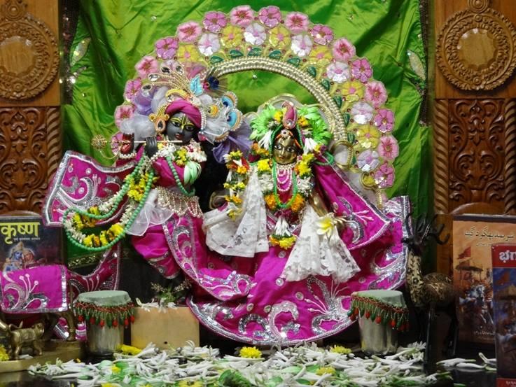 ISKCON Nigdi Deity Darshan 19 Dec 2015 (12)