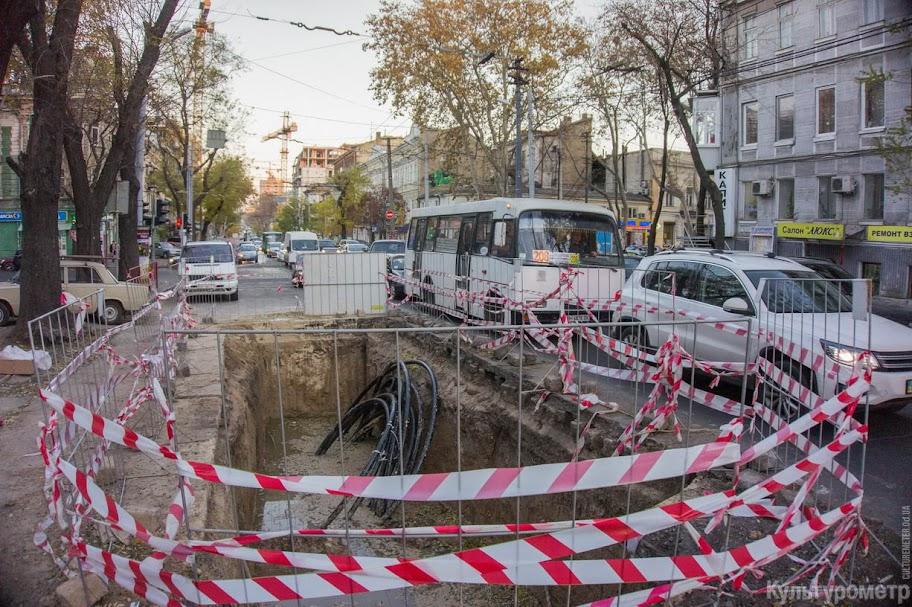 DSC06453 Одесская улица превратилась в сплошную пробку (ФОТО)
