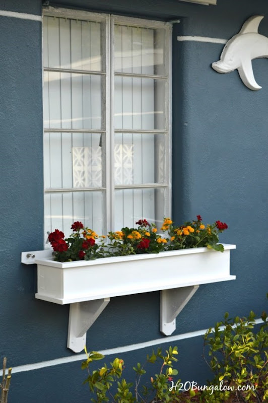 Pretty-DIY-window-box-H2OBungalow-681x1024