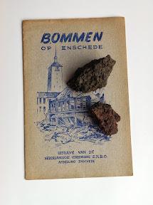 Verbrande bakstenen van een huis aan de Tubantiasingel na een voltreffer tijdens het bombardement van 10 oktober 1943. http://www.secondworldwar.nl/enschede/