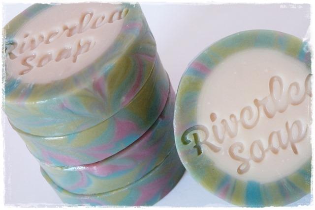 Rimmed soap-007