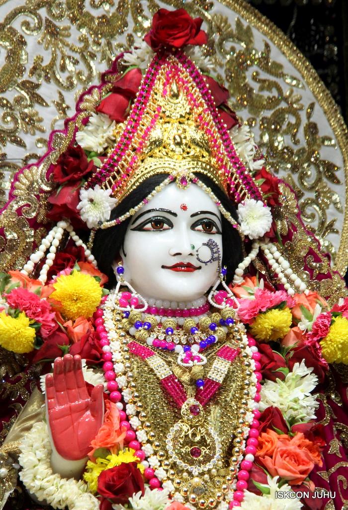 ISKCON Juhu Sringar Deity Darshan on 11th Sep 2016 (54)