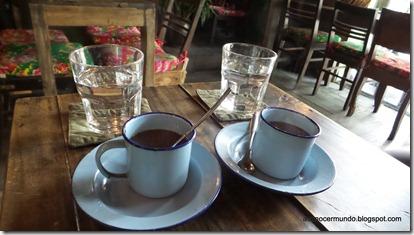Primer café vietnamita. De puchero con leche condensada