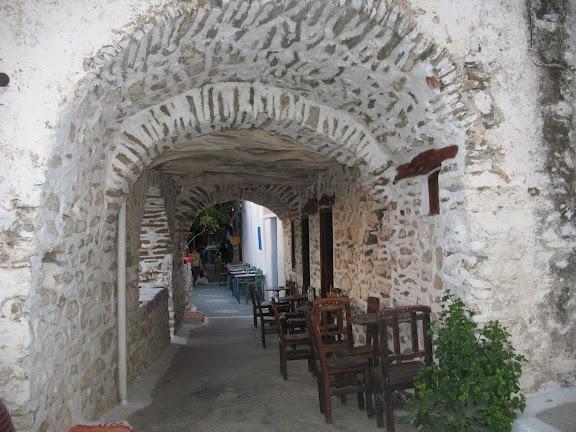 Rincón de una calle de Tholaria, en Amorgós
