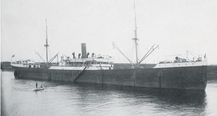 Vapor MECKLENBURG. Desde 1921 fue el ANTOLINA PONTE, de Ponte y Muñiz, de Aviles. Del libro Die Schiffe der Hamburg Amerika Linie. 1847-1906.jpg