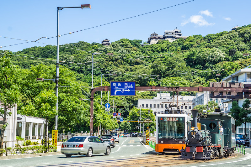 松山城 路面電車 坊っちゃん列車