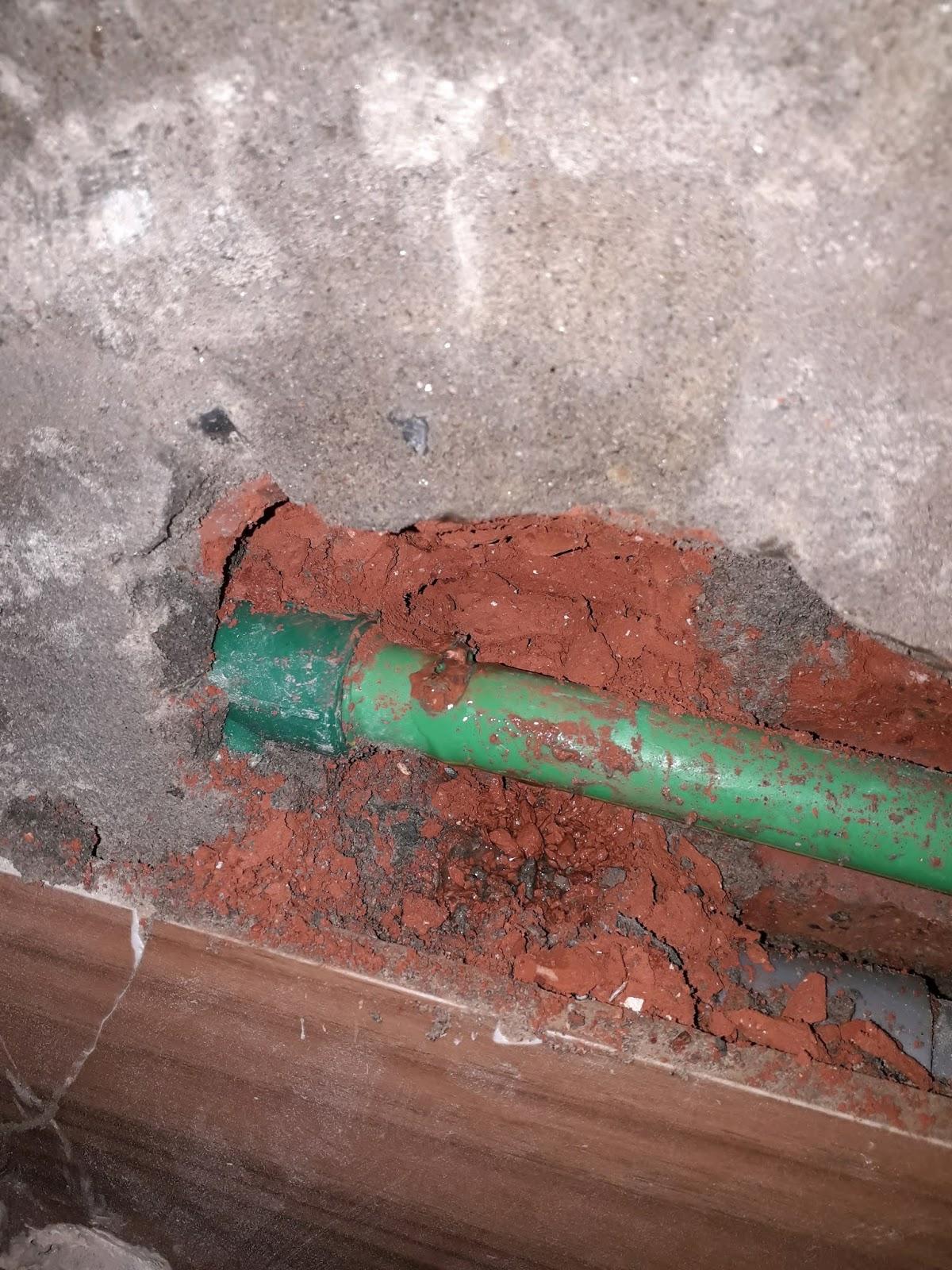 Rò rỉ ống nước âm tường
