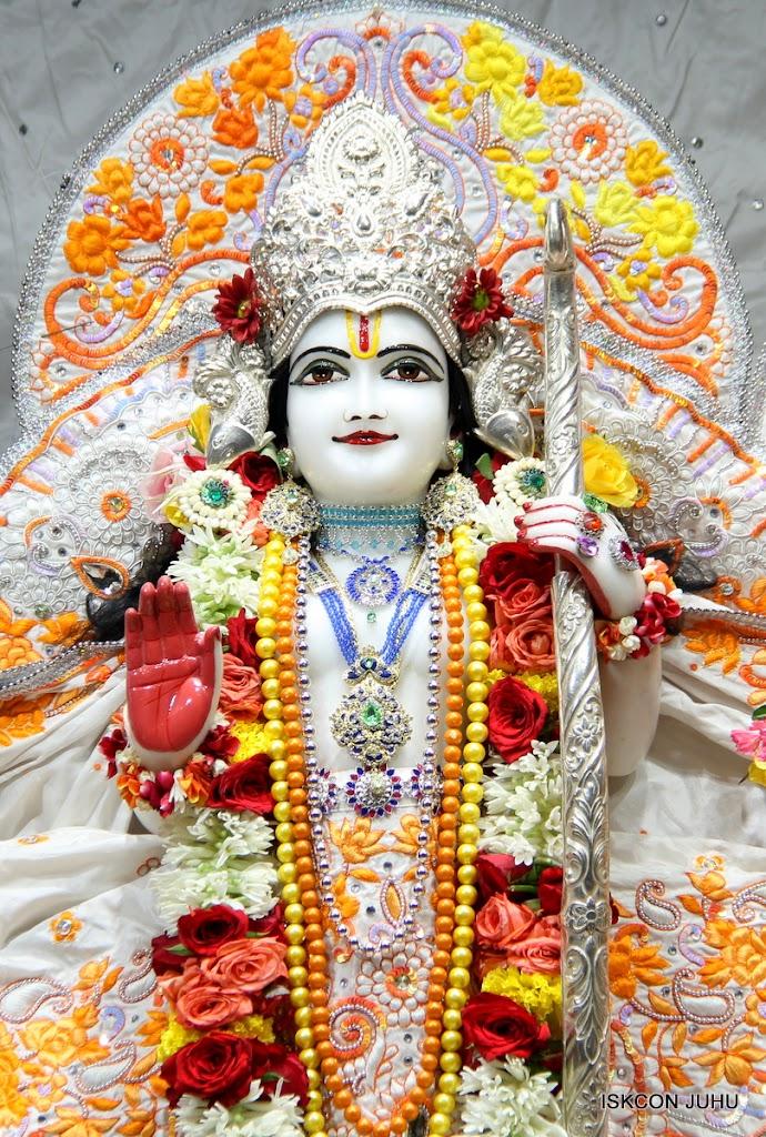 ISKCON Juhu Sringar Deity Darshan on 11th Aug 2016 (33)