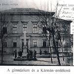 010-Losonc-Kármán_emlékmű_(képeslap_1904-ből).jpg
