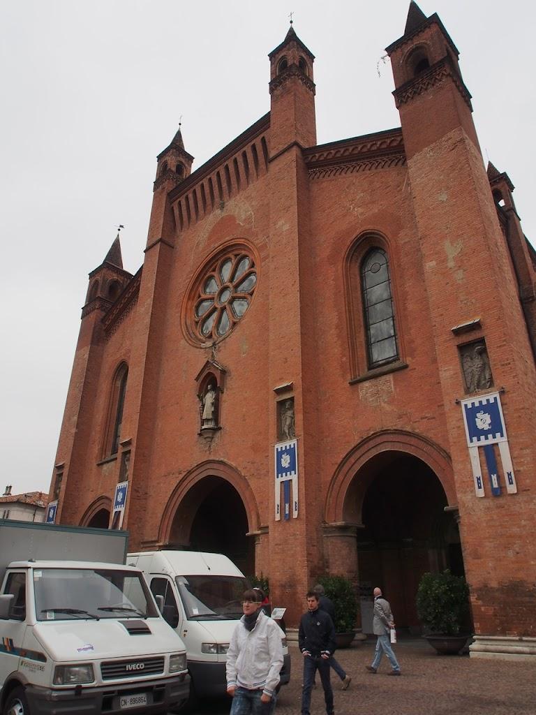 italy-alba-truffle-church