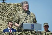 Петр Порошенко возвращается из Николаева в столицу с тельняшкой и верой в Вооруженные Силы Украины