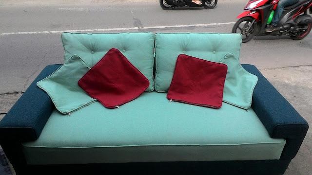 service kursi sofa 2 seater warna biru