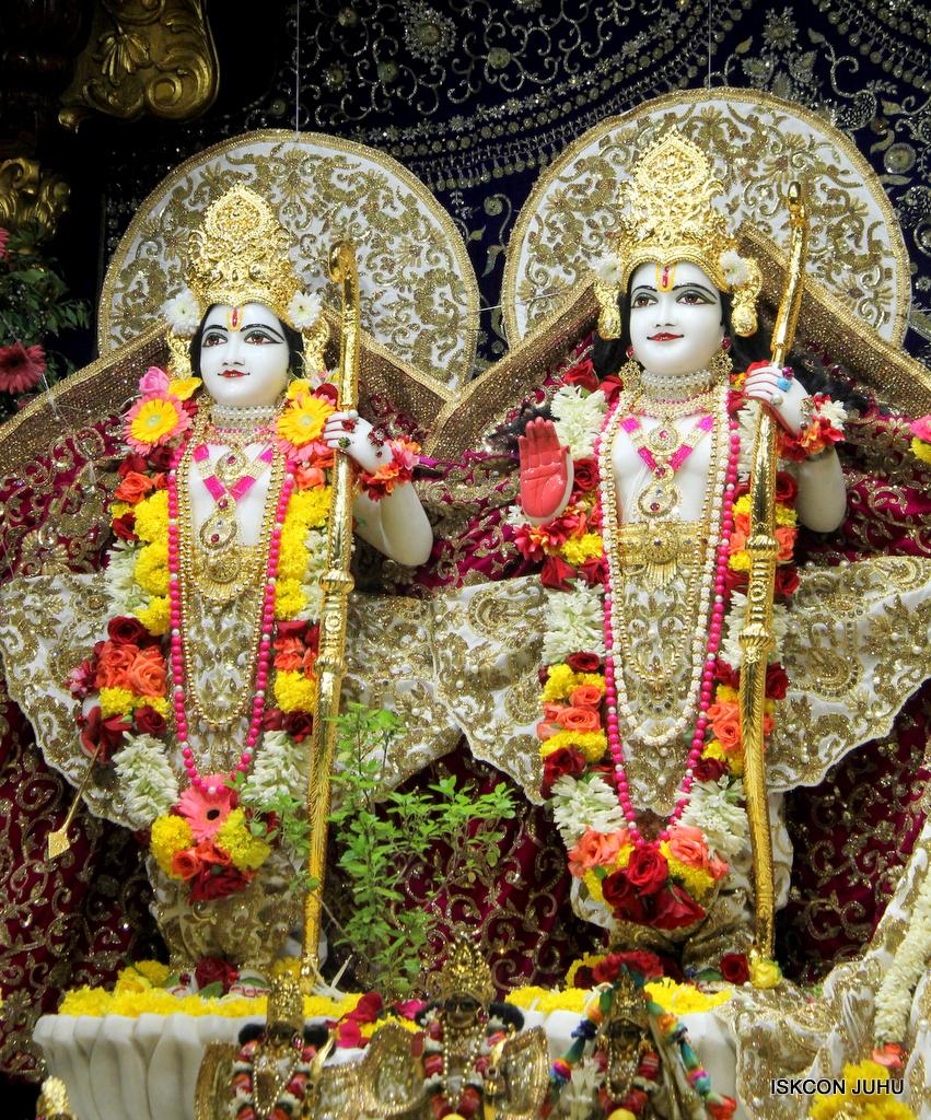 ISKCON Juhu Sringar Deity Darshan on 11th Sep 2016 (37)