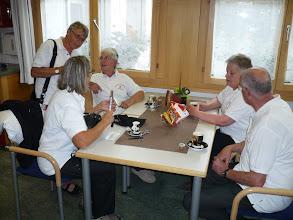 Photo: (l) Kleine Führungsteamsitzung /  (r)  Lilly Gisin und Peter Schaffner