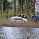 Politieauto vast bij visserscontrole Heeresmeer Nieuwe Pekela - Foto's Teunis Streunding
