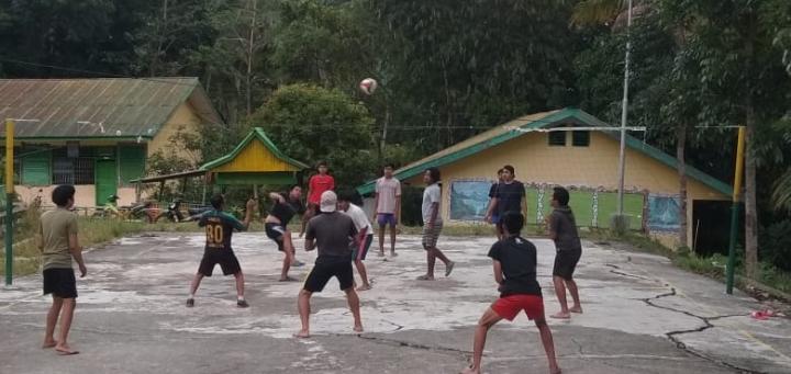 Tumbuhkan Rasa Solidaritas dan Kebersamaan, Pemuda Karang Taruna Desa Gattareng Gelar Olahraga Bola Volly