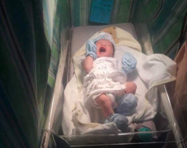 Bebê é registrado com o nome de HTML em homenagem ao pai
