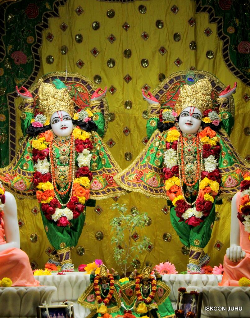 ISKCON Juhu Sringar Deity Darshan on 18th Jan 2017 (41)