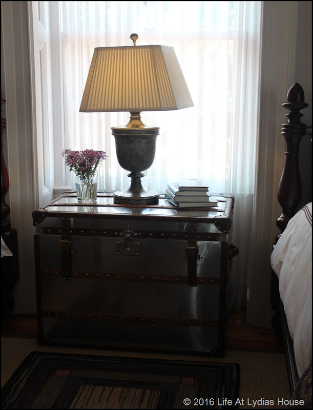 guest room trunk table