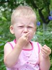 ой кислое %) съела черную смородину Цикл - поедание малины :) Год и 8.5 месяцев