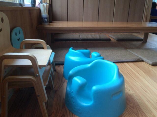 お座敷席にある赤ちゃん用のイス