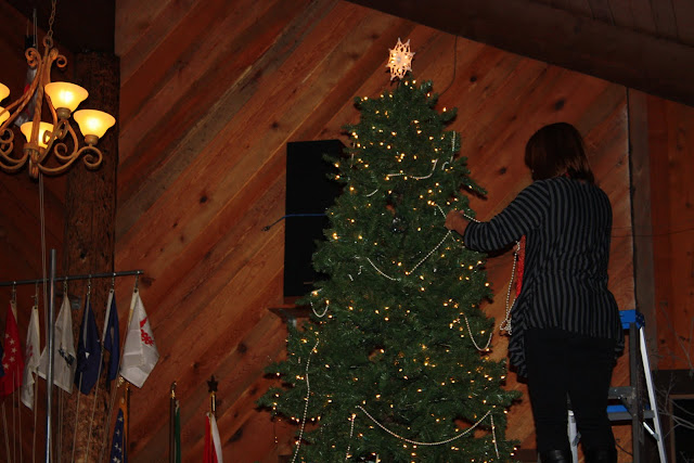2009 Clubhouse Christmas Decorating Party - IMG_2589.JPG