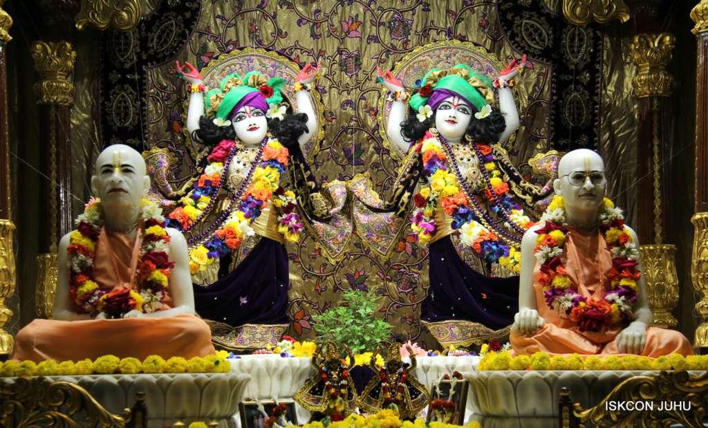 ISKCON Juhu Sringar Deity Darshan 19 Dec 2015 (21)