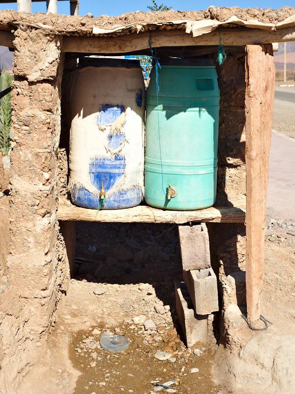 Cismele improvizate, in varianta Ghassa. Si nu, nu am patit nimic de la apa luata de aici.