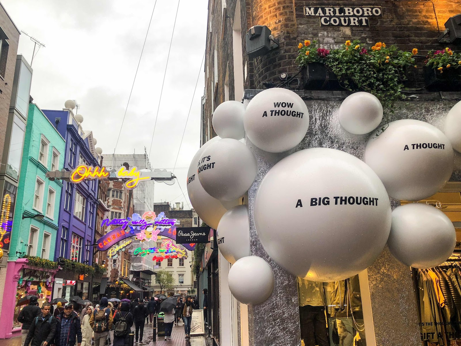 london-lifestyle-blog-top-10-things-to-do-in-soho-london-shopping-on-carnaby-street