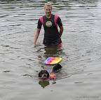 Ich bin der Größte! Ich ziehe alles aus dem Wasser. Hier übe ich mit einem schweren Brett.