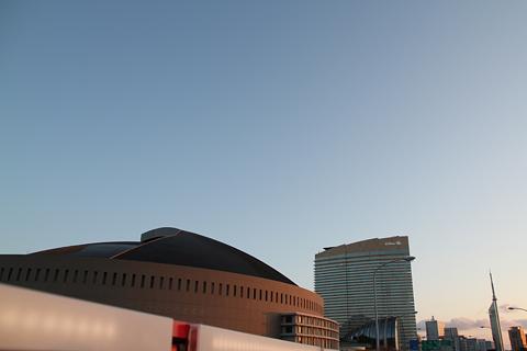 西日本鉄道「福岡オープントップバス」 赤塗装 車窓 Yahooドーム