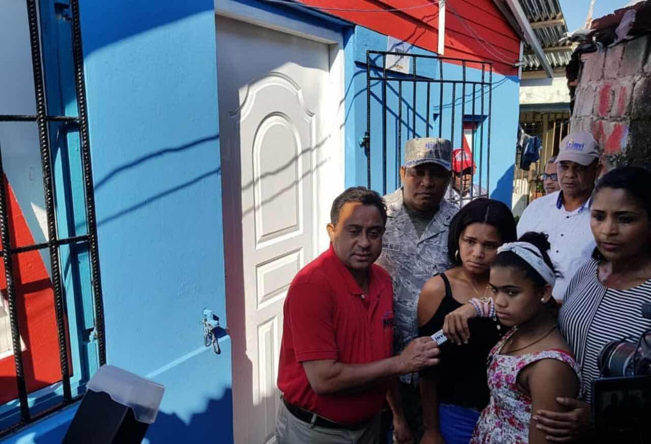 """Director del INVI entrega vivienda y seguro familiar a través de """"Unidad de Acción Rápida"""" en Puerto Plata."""