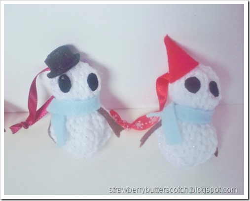 Cute snowman Christmas tree ornaments made from yarn and felt.  Plus a video tutorial. Learn how to make this Christmas craft.